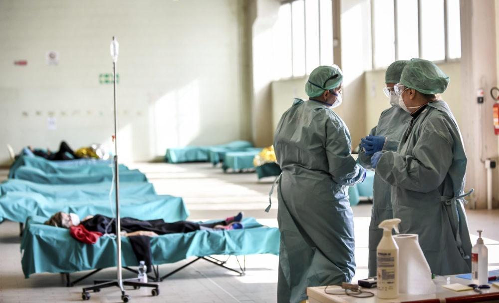 Lekarze walczą z koronawirusem.
