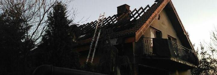 Na dach domu rodziny pogorzelców z Lublina
