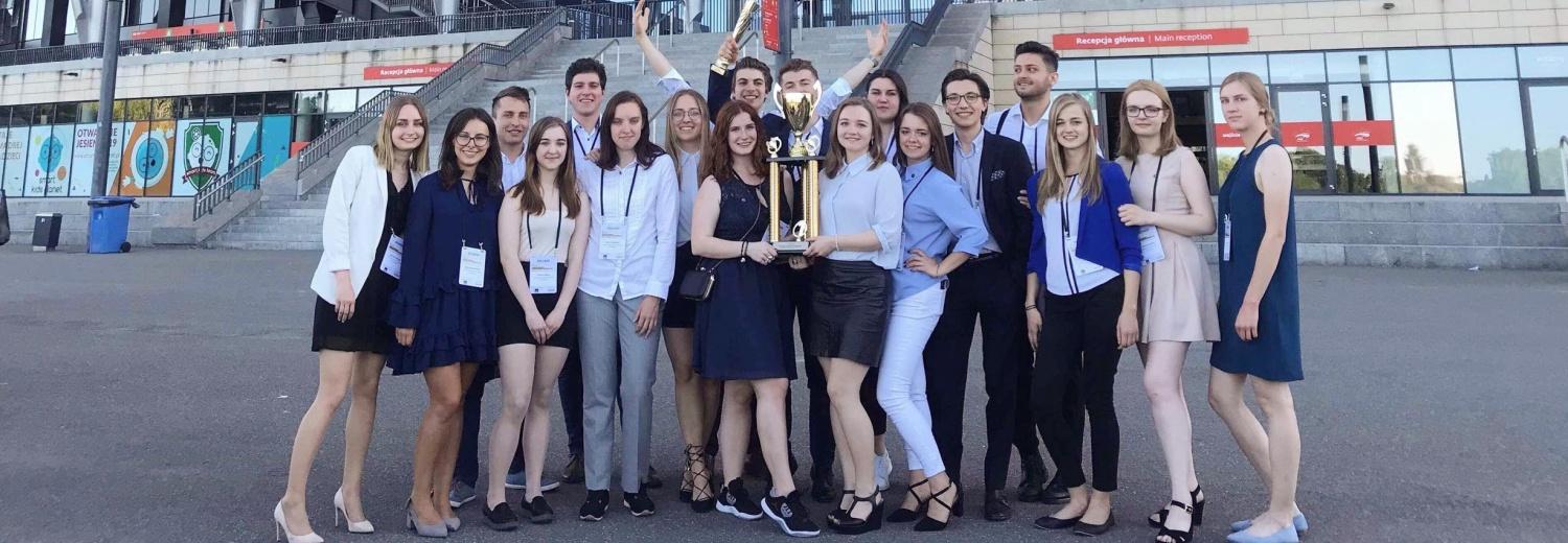 Wesprzyj studentów i przyłącz się do sukcesu Polaków podczas konkursu w Dolinie Krzemowej