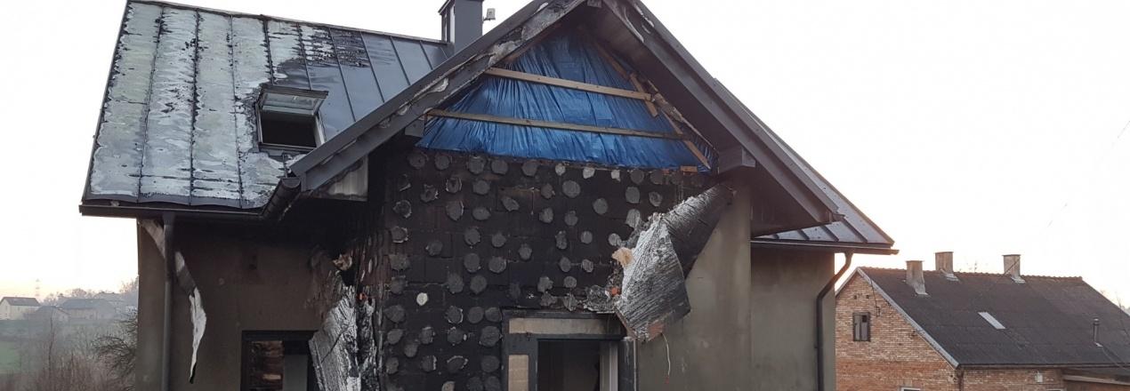 Naprawa dachu i piętra po pożarze domu Małgosi i Łukasza