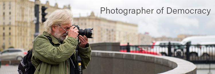 Film dokumentalny - Czarek Sokolowski | Photographer of Democracy