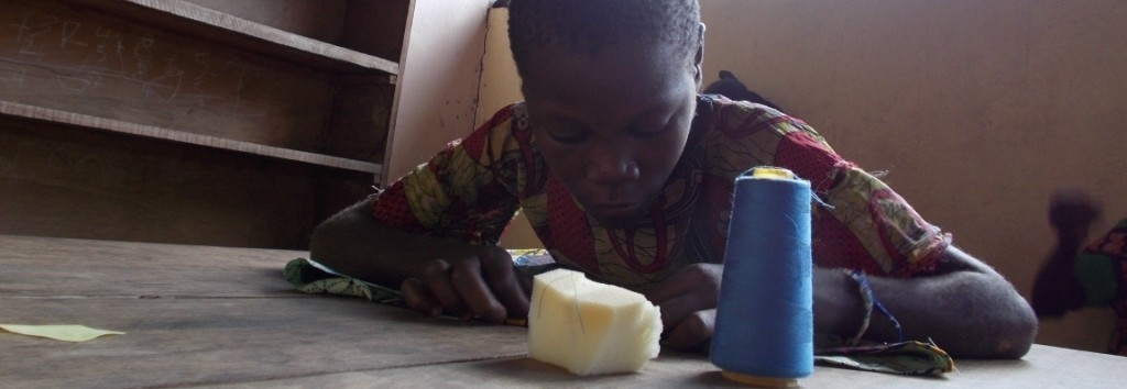 Fungo Bongo – czyli szkółka szycia dla młodych Pigmejek z misji SMA w Monasao w RŚA