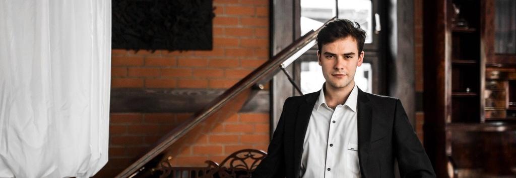 Młody kompozytor muzyki filmowej walczy o swoje marzenia. Pomożemy?