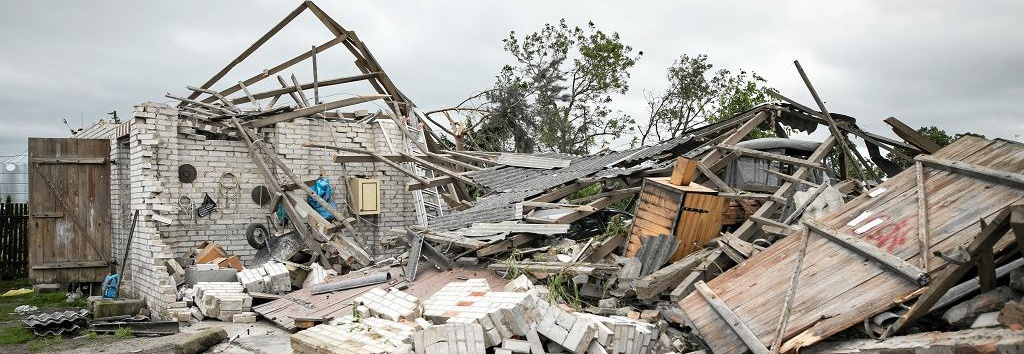 Odbudowa zniszczeń po trąbie powietrznej w Wojciechowie