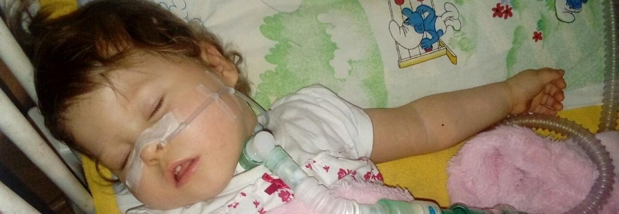 Pomóż mi złapać oddech...Leczenie,rehabilitacja i operacja  Julii.