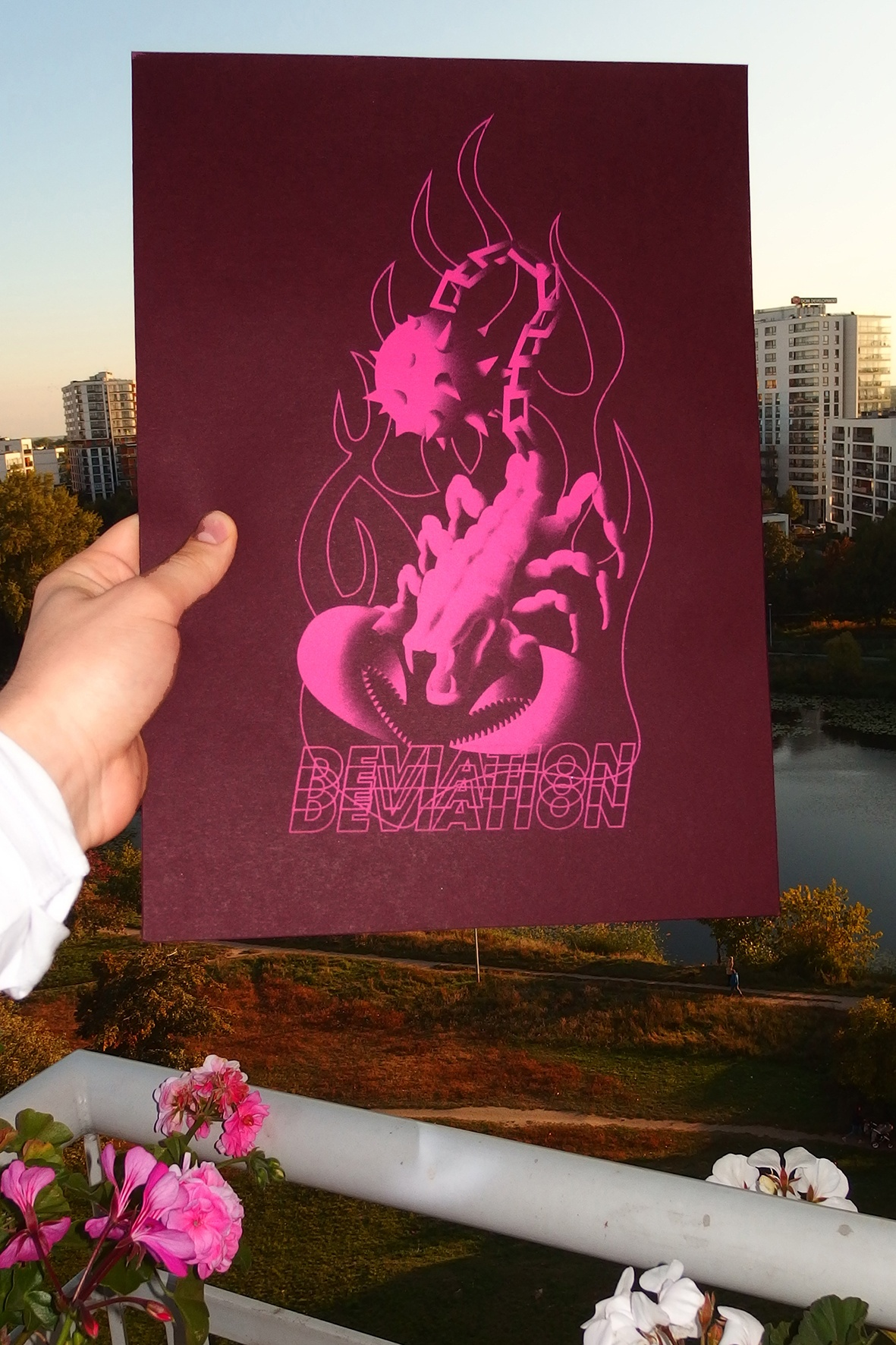 SPIKEY MIKEY, Skorpion odbity na fioletowym papierze
