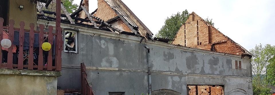 Pomóż odbudować nasz dom rodzinny po pożarze w wyniku którego dach nad głowa straciło 17 osób